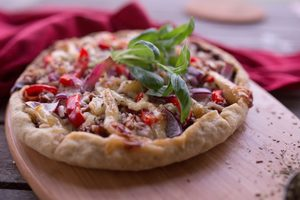 Smoky BBQ Jackfruit Pizza (Vegan & Gluten-free!)